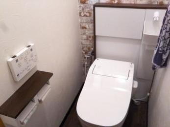 トイレをタイルからクロスの内装にしました。
