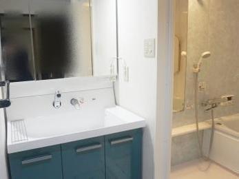 浴室に合わせて洗面台もブルーに統一しました★