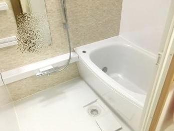 浴槽のまたぎが低いから僕もう一人で入れるよ☆