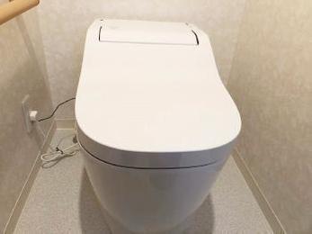 自分で自分を掃除する最新式タンクレストイレ!?