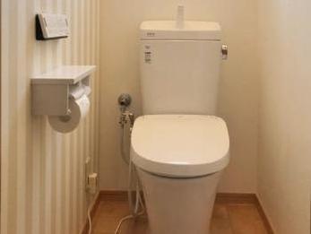 お洒落なクッションフロアと快適なトイレに大変身!
